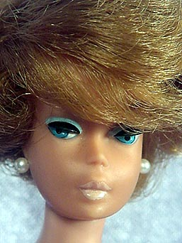 Side-part Bubblecut Barbie with American Girl Face